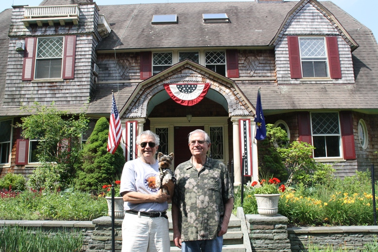 Owner Ivan Weinger posing with moi & Meteorologist Ron in front of the main house at The Inn At Lake Joseph. Bow-Wow!